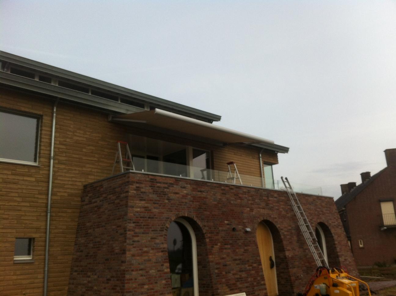 Terrasscherm geplaatst in Doornenburg 1